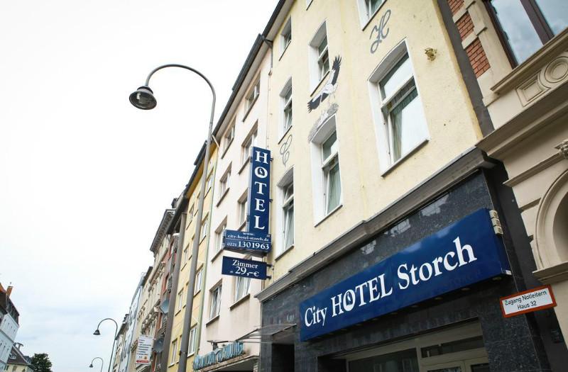 Mit Hilfe von Bewertungen in deutsch, englisch und espanol findest Du die besten Hotels in Köln
