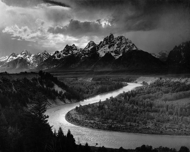"Ansel Adams ""The Tetons and the Snake River"". Adams war einer der bedeutendsten Landschafts- und Kunstfotografen, seine Regeln zu Komposition sind bis heute gültig."