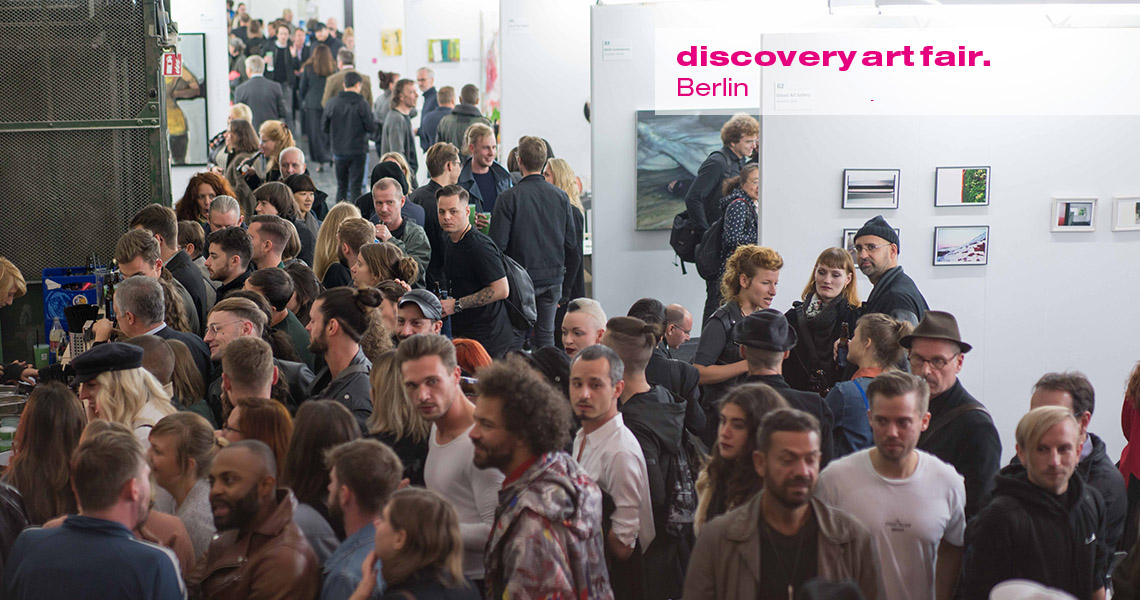 Visitors flooding the entrance of Discovery Art Fair Berlin.