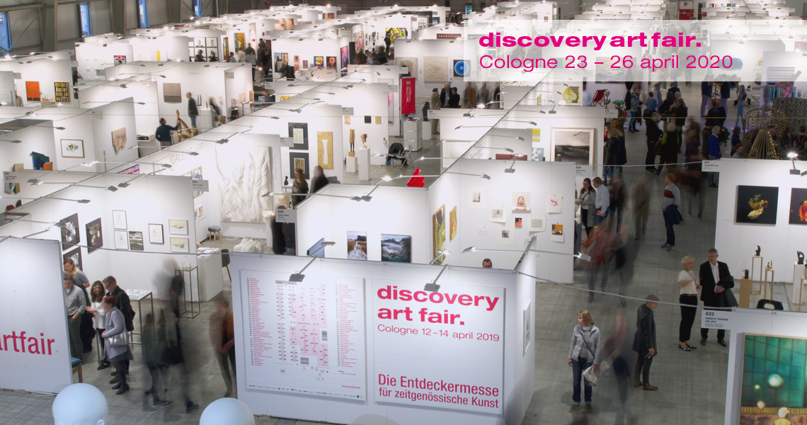 Ausstellungsfläche auf der Discovery Art Fair 2019 in Köln, von oben gesehen.
