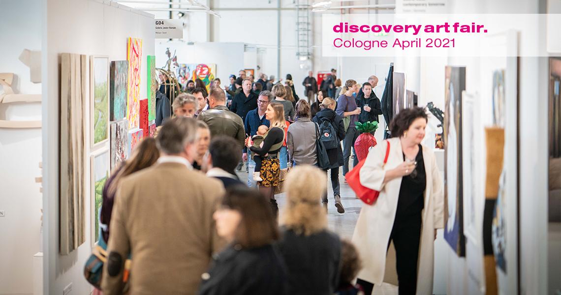 Besucherandrang in der Ausstellung der Discovery Art Fair Koeln